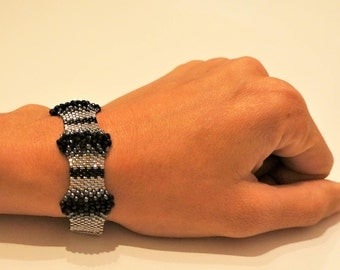 Woven bracelet beads miyuki, faceted, silver and black