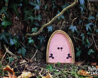 Fairy Door 'Emma' in Pink - Pink Fairy door - Gnome door - Miniature door - Fairy garden - Fairytale door - Fairy door for tree