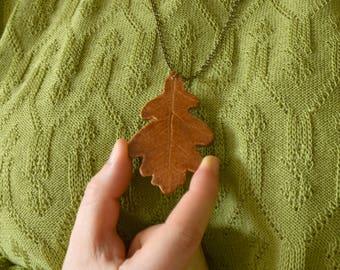 Keramieken sieraad | Ketting van Keramiek in de vorm van een eiken blad. Botanische hanger | Handgemaakt | liefde voor natuur