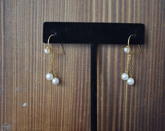 Dainty Vintage 14kt gold pearl dangle earrings