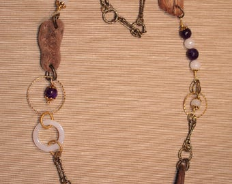 Necklace with semiprecious stones and small wood modelled by the sea.