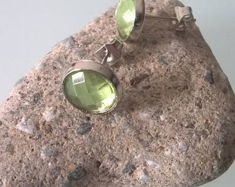 Light green chip earrings