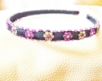 Rhinestone hair band flower pattern.