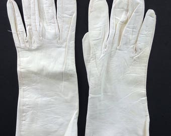 White Leather Driving Gloves - Size 6.5 / vintage 60s mod pin-up girl gloves gauntlet leather rockabilly gloves vtg 1960s retro washable mod