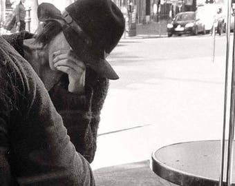 Discussion at a café