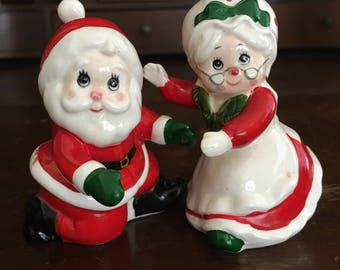 Lefton Salt and Pepper shakers with Santa Claus and Mrs Claus, 1984 Holiday Collector Shakers
