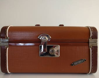 Vintage Brown Wayfarer Train Case.