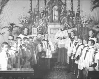 Poster, Many Sizes Available; Altar Boys And Priests Standing In Front Of The Plaza Church Altar, Los Angeles, November 20, 1900 (-2037)