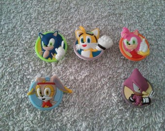 Lot 5 jibbitz Sonic (badges for fangs)