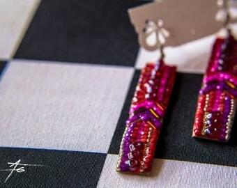Boucles d'oreille en mosaïque de perles dans les tons rouges, bijoux Gwenda'ailes