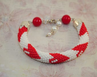 Bracelet with hearts Crochet Bracelet for Valentine's Day Gift for Valentine's day Bead crochet rope White and red gift for her