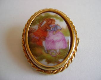 Vintage Limoges porcelain brooch / Victorian / Courting couple / Collectible / oval pin / gold tone / Mother's day gift / Birthday