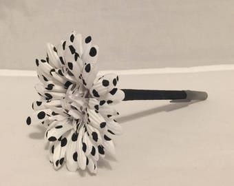 White and Black Polka Dot Daisy Flower Pen / Wedding, Bridal Shower, Party Favor Teacher Appreciation or Office Gift