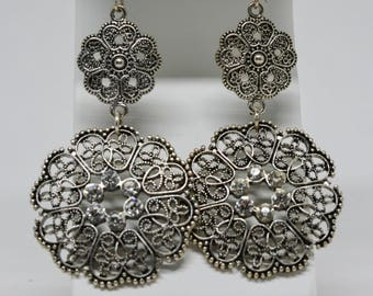 Lovely silver tone and crystals earrings