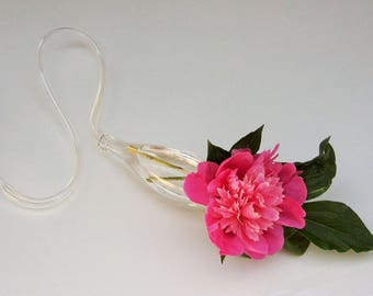 Vase lying roses