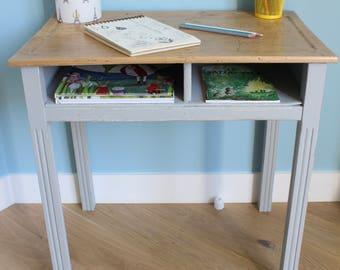 Ancien bureau vintage gris et brut d'écolier à 2 casiers de rangement mixte - garçon ou fille - en bois - rentrée