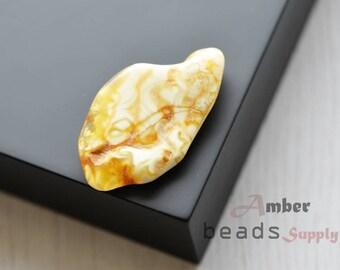 Baltic amber stone, yellow white amber stone, polished amber, natural amber piece. 1 unit. 0671