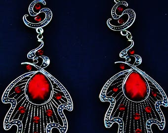 EARRINGS SILVER Dangle Drop Vintage Pierced Leaf Pendant 2 Ruby Red Simulated Pear Shape Jewels 10 Faceted Rhinestones Romantic Goth Vampire