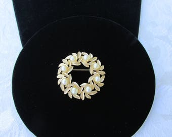 Circle Gold Brooch with Faux Pearls