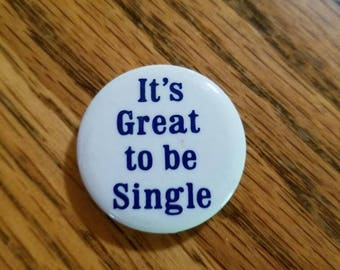 Its great to be single pinback button/ sassy pin/ funny pin/ vintage pin