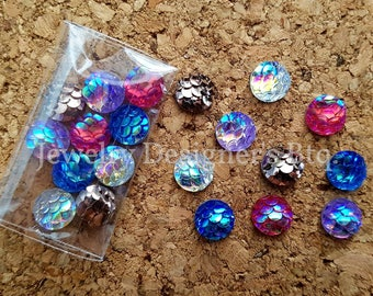 NEW - 20pcs, 8mm 5 Mixed Colors Mermaid Fish Scale Resin Cabochons - Sampler Package - Bronze Tone Cabochon - Iridescent - Metallic