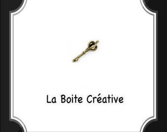 Metal 3 cm antique bronze key pendant charm