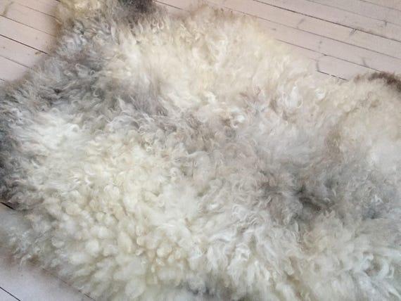 Interior rug beautiful sheepskin Norwegian pelt volumous sheep skin curly light grey throw 18017