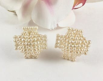 Screw Back Earrings, Vintage Pearl Cluster Earrings, Off White Bead Cluster Earrings, 1940s Jewelry