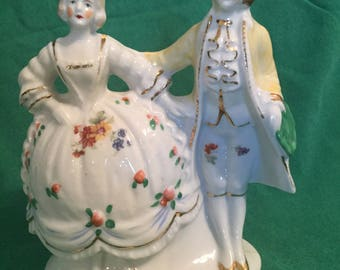 Colonial Couple Figurine Vase