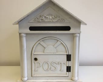 Lockable wedding post box