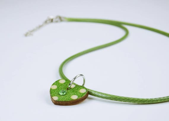 Necklace Heart green with white dots and rhinestone stone on green leather strap jewelry Oktoberfest dirndl Jewelry Dirndl Costume Jewelry