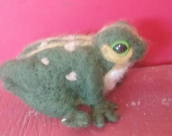 Needle Felted Green Frog (one of a kind)