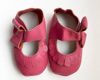Size 1 Genuine Leather Moccasins, Magenta, Mary Jane, Baby Sandals, Fringe Moccasins, Handmade, Toddler Moccasins, Handmade Moccasin, Pink
