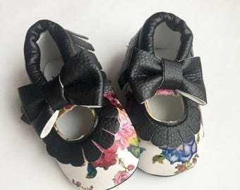 Size 1 Faux Leather Moccasins, White, Mary Jane, Baby Sandals, Moccasins, Fake Leather, Moccasins, White Shoes, Moccasin, Flower, Black