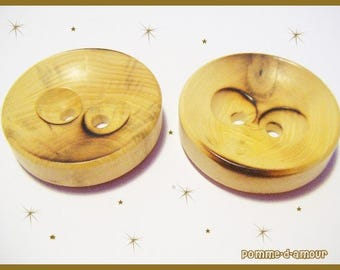 Set of 2 vintage style buttons wood plastic 3.4 cm