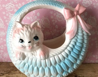 Relpo kitten in blue basket planter 5804