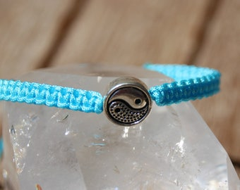 Bracelet with yin yang connector nylon thread