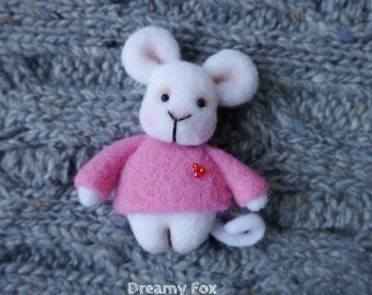 Needle felted mouse brooch
