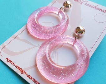 Amelia lucite confetti hoop earrings - Pale pink