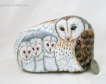 Painted rock,painted stone,owl rock,owl family,barn owl,owlets,baby owl,owl painting,owl art,painted owl rock,young owls,barn owl rock,owls