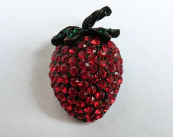 Vintage Weiss Strawberry Brooch Red Rhinestones Fun Small Pin