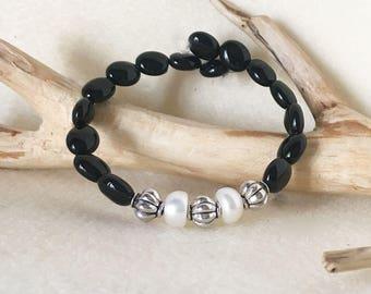 Wedding Jewelry, Black and White Bracelet, Black Onyx and Pearl Jewelry, Black Onyx Bracelet, Onyx Bead Bracelet, Black White Bead Bracelet