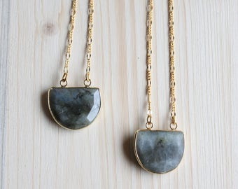 Mid-long necklace, pendant labradorite natural stone, chain fine mesh gold plated Figaro