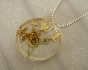 """Necklace Nature """"Beige natural flowers"""" collection"""