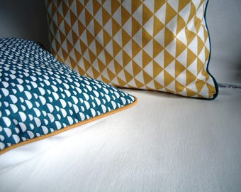Available Lot 2 cover of Pillow 40cm, mustard and teal graphics, contrast piping trim