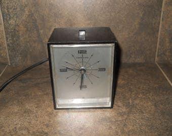 Vintage G.E. General Electric Model 7153K Alarm Clock
