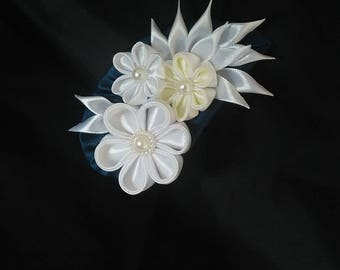 White flowers and champagne/pin satin fabric/brooch satin/Kanzashi/jewelry/wife/Ribbon brooch