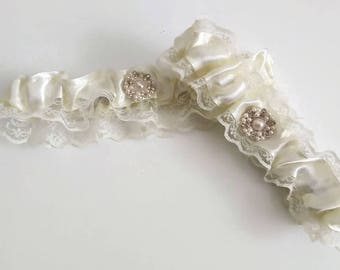 Bridal garter set Wedding garter set Ivory bridal garter set Wedding gift Custom garter Bridal accessories Keepsake Weddings Garter Bridal