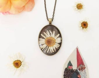 Old Daisy-Daisy flower Medallion Necklace with true