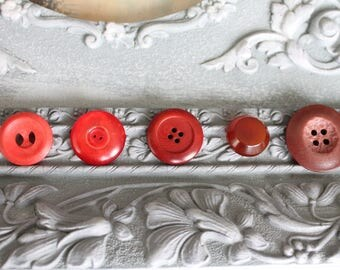 Red set of 5 vintage buttons, 432